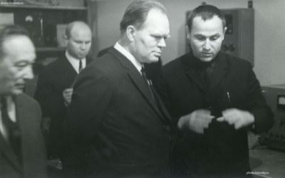 Академик Миллионщиков в ИФ