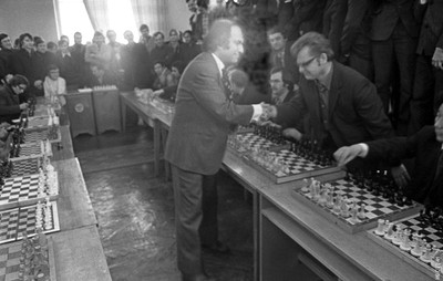 Сеанс одновременной игры в шахматы на 20 досках
