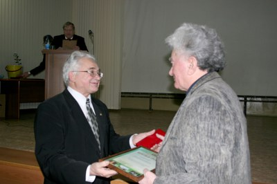 Вручение награды Фельдману