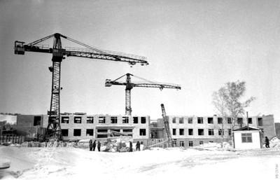 Начало строительства Института физики