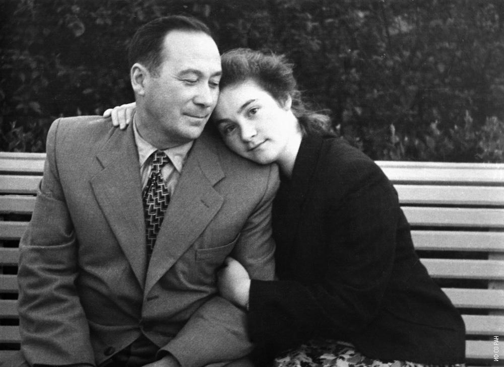 Л.В. Киренский с дочерью Татьяной, 1956 г.