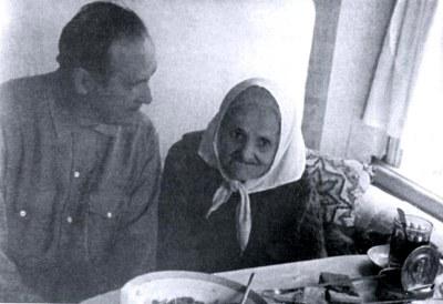 Л.В. Киренский с мамой