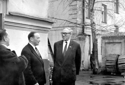 Посещение института председателем  Президиума СО АН СССР М.А. Лаврентьевым