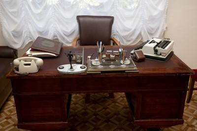 Письменный стол академика Л.В. Киренского