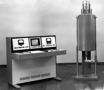 Спектрометр  ЯМР со сверхпроводящим соленоидом