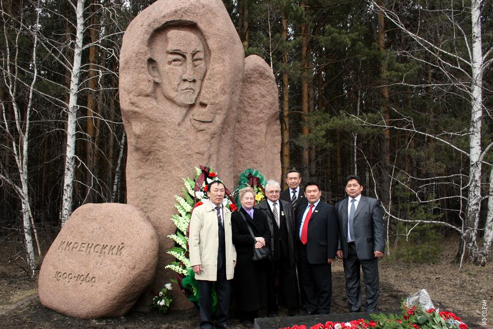 У могилы академика Л.В. Киренского