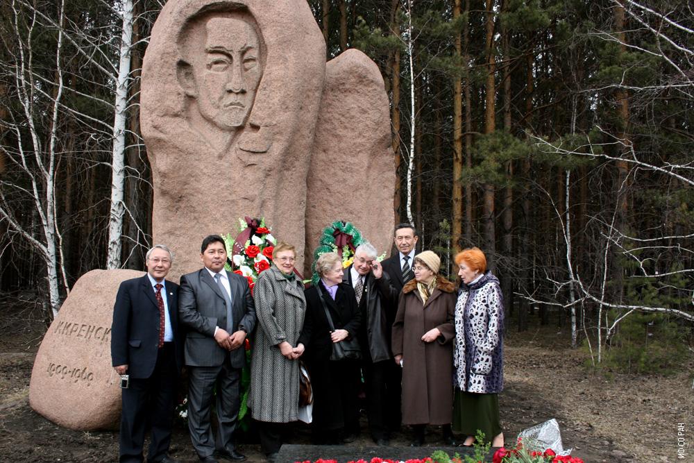 У могилы академика Л.В.Киренского