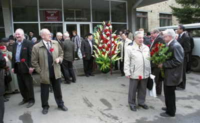 Возложению цветов и венков на могилу Леонида Васильевича